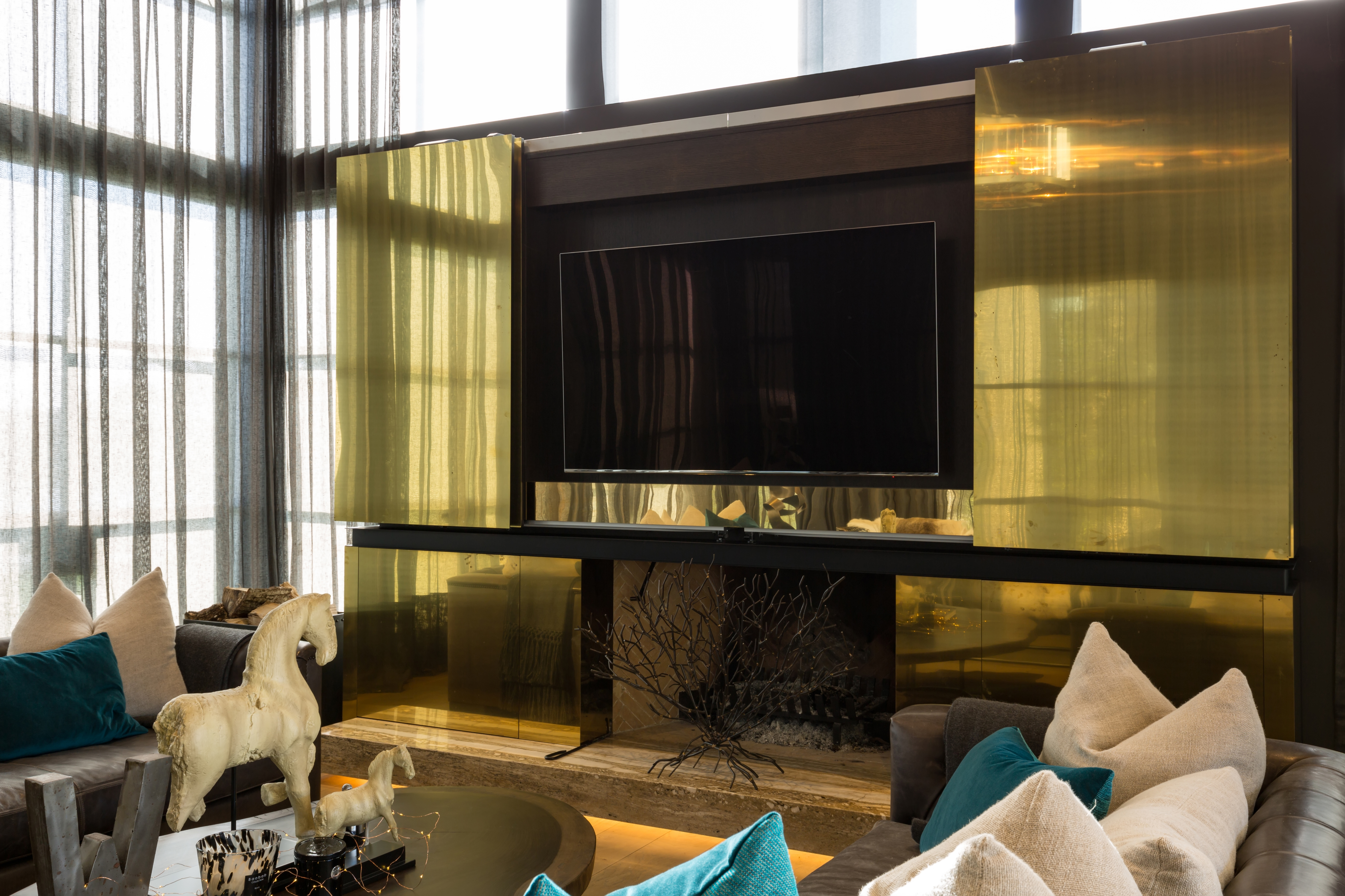 Burwood Crescent - Bronze media unit (3)