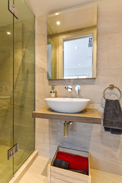 Understated Elegance HOTY - bathroom and vanities (1)-92